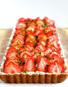 Strawberry Tart with Lemon Mousse No Bake Desserts, Delicious Desserts, Yummy Food, Sweet Recipes, Cake Recipes, Dessert Recipes, Baking Bad, Sweet Cakes, Chocolates