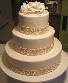 Elegantisima torta de 3 pisos.