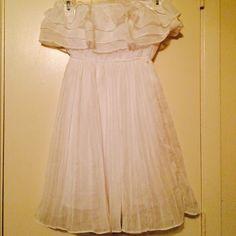 Short white dress Short white dress, size small. Never worn. Dresses Strapless