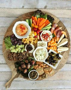 This is THE ultimate Mediterranean appetizer platter! It includes amazing spiced up cheeses like gouda and feta along with hummus, tapenade and bacon wrapped dates! It& perfect for your next dinner party. Party Platters, Food Platters, Cheese Platters, Cheese Table, Mediterranean Appetizers, Mediterranean Recipes, Mediterranean Platters, Antipasto Platter, Hummus Platter