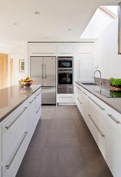 Pretty White Kitchen Design Idea .