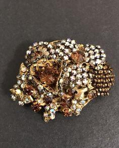 VANTAGE GORGEOUS RHINESTONE GLASS EARLY MIRIAM HASKELL FLOWER BROOCH - PIN #MiriamHaskell