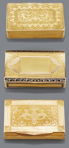 Trois boîtes en or, vers 1820 TWO GOLD BOXES AND A DOUBLÉ MUSICAL BOX CASE, CIRCA 1820