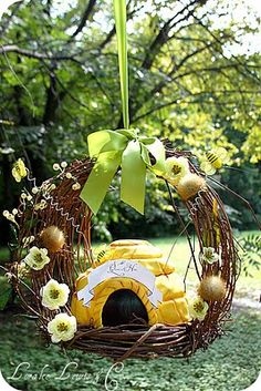 Loralee from No Fuss Fabulous has done it againa beautiful birthday party for her little girl Vienna. It's a Queen Bee theme with yellow,… Bee Party, Birds And The Bees, Baby Birthday, Birthday Ideas, Birthday Design, Bee Theme, Bees Knees, Party Themes, Party Ideas