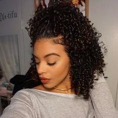 Curls so shiny and defined Natural Hair Tips, Natural Hair Journey, Natural Hair Styles, Natural Curls, Black Power, Afro, Hair Addiction, Big Hair, Crazy Hair