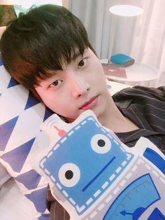 VIXX_N 차에네넨 (@CHA_NNNNN) | We should be able to see a #bedbroadcast again right? N-night ☻