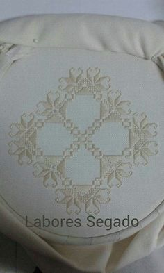 This Pin was discovered by mer Embroidery Patterns Free, Hand Embroidery Stitches, Doily Patterns, Ribbon Embroidery, Cross Stitch Embroidery, Embroidery Designs, Dress Patterns, Drawn Thread, Hardanger Embroidery