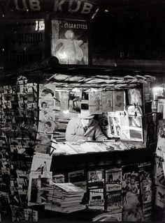 Brassaï      Kiosque a journaux Paris      c.1930