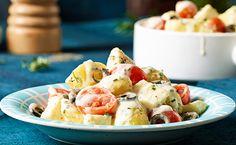 Kartoffelsalat mal anders genießen – mit weichen Mozzarellastückchen, frischen Tomaten und Mayonnaise.