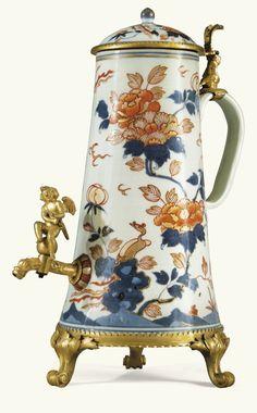 Fontaine en porcelaine Imari chinoise du XVIIIe siècle et montures de bronze doré, travail probablement allemand ou hollandais du début du XVIIIe siècle | lot | Sotheby's