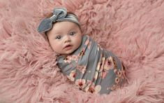 Newborn Fotoshooting Ideen - Pink newborn photography girl spring flowers blue gray - Baby World Foto Newborn, Newborn Baby Photos, Baby Girl Photos, Newborn Shoot, Newborn Pictures, Baby Girl Newborn, Newborn Photography Poses, Newborn Baby Photography, Family Photography