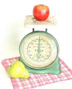 Vintage Pelouze Kitchen Scale