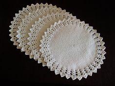 háčkované prostírání kulaté2-bílé