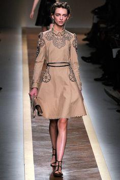 Valentino Spring 2012 Ready-to-Wear Fashion Show - Daga Ziober (Elite)