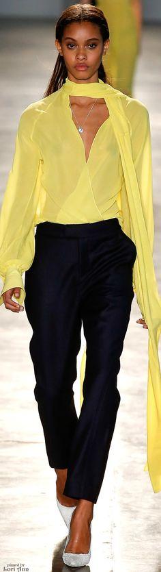 Animale São Paulo Fall 2016 Fashion Show Fashion Brand, Fashion Show, Fashion Outfits, Womens Fashion, Fashion Clothes, Fall Fashion 2016, Winter Fashion, Winter Typ, Yellow Fashion