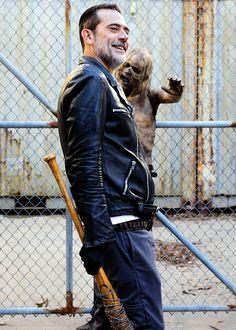 The Walking Dead The Walking Dead 2, Walking Dead Zombies, Jeffrey Dean Morgan, Rick Grimes, Walking Dead Wallpaper, Dead Pictures, Wattpad, Dead Man, Daryl Dixon