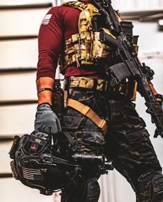 Not every time you enter into the battlefield, you get to use tactical weapons. Tactical Armor, Airsoft Helmet, Military Special Forces, Tac Gear, Combat Gear, Tactical Equipment, Military Pictures, Military Weapons, Gears