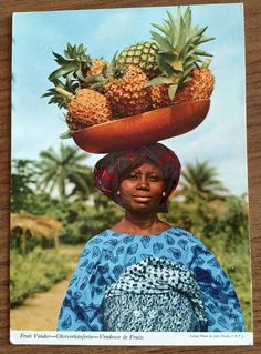 a gay witch a gay witch,Afrika / Africa Yoruba fruit seller, pineapple fruit seller, woman in the tropics. African Beauty, African Women, African Fashion, We Are The World, People Around The World, Around The Worlds, Cultures Du Monde, World Cultures, Out Of Africa