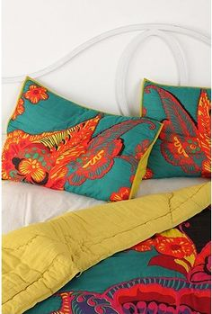 #bed #bedroom #bedding #quilt #orange #bright #reversible #teal #turquoise #color #urbanoutfitters #lime