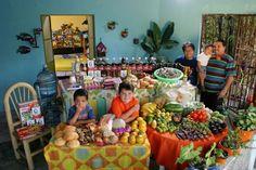 Фотопроект: недельный рацион обычной семьи. Мексика, семья Казалес. Затраты: $189.09. Любимые блюда: пицца, крабы, макароны, курица, овощи.