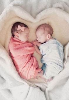 baby twins 36 Ideas Baby Twins Names - baby Cute Baby Twins, Boy Girl Twins, Cute Little Baby, Baby Kind, Baby Boy, Cute Baby Pictures, Newborn Pictures, Twin Names, Names Baby