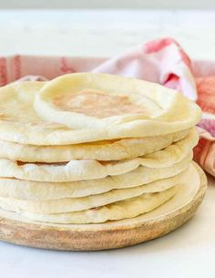 A super easy, soft, light and fluffy flatbread recipe that is really versatile and perfect for beginners to bread making. How To Make Sandwich, How To Make Bread, Tart Recipes, My Recipes, Portuguese Custard Tart Recipe, Easy Flatbread Recipes, Vegan Feta Cheese, Homemade Pita Bread, Bread Making
