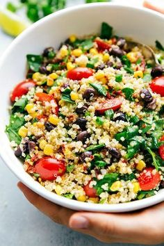 The best DETOX quinoa salad -- such healthy and delicious ingredients that are so good for you and help detox your body. Recipe via chelseasmessyapron.com