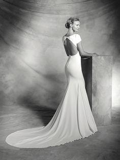 Valeria, simple wedding dress, bateau neckline, elegant style