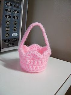 Crochet It: Free Mini Basket Crochet Pattern