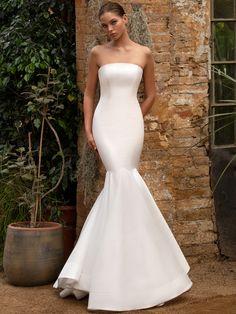 Zac Posen for White One Fall 2020 Wedding Dress Collection - Mermaid Wedding Dresses Open Back Wedding Dress, Fall Wedding Dresses, Bridal Dresses, Wedding Gowns, Wedding Themes, Wedding Ideas, Zac Posen, Meghan Markle, Bridal Fashion Week