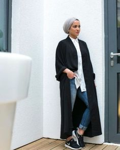 long black coat turban hijab style, Modern Hijab Street styles http://www.justtrendygirls.com/modern-hijab-street-styles/