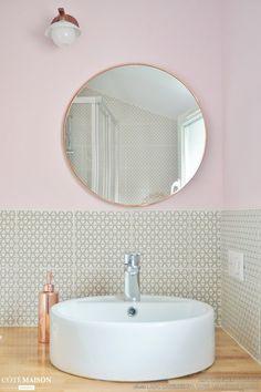 Copper bathroom mirror and copper soap dispenser in blush pink wall bathroom Copper Bathroom, Small Bathroom, Bathroom Pink, Bathroom Mirrors, Feminine Bathroom, Boho Bathroom, Modern Bathroom, Master Bathroom, Bad Inspiration