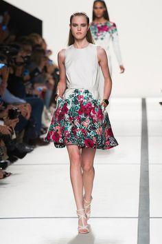 #kamzakrasou #sexi #love #jeans #clothes #coat #shoes #fashion #style #outfit #heels #bags Letná kolekcia lisabonského návrhára Elie Saab