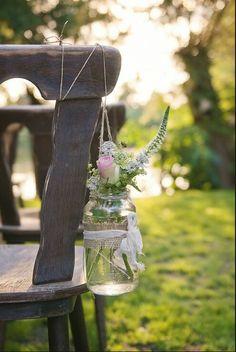 Simpele, veldbloemen in een glazen potje. Hoe mooi kan simpel zijn...