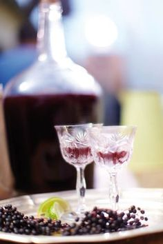 Recept na podzimní bezinkový likér - Tchibo blog Alcoholic Drinks, Beverages, Home Canning, Blueberry, Raspberry, Food Photography, Smoothie, Berries, Food And Drink