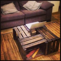 Cajas fruta madera Mesa reciclada Wooden Diy, Free Time, Wooden Furniture, Hostel, Interior Ideas, Recycling, Projects To Try, Sweet Home, Table