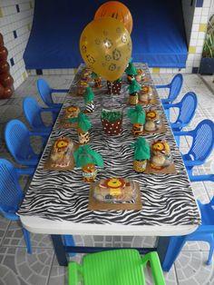 Detalhe das marmitinhas das crianças - Festa na escola