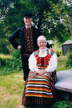 Nedervetil Nedervetil, Österbotten Folkdräkter - Dräktbyrå - Brage Folk Costume, Costumes, Folk Clothing, Folk Dance, Dance Stuff, Culture, Embroidery, Folklore, Southern
