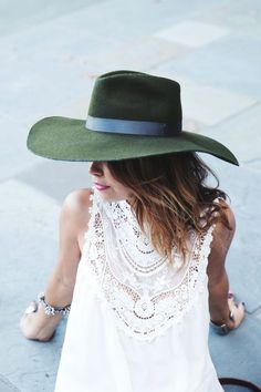 via designhunterLA // fall fashion // hunter green floppy hat // white lace dress // street style