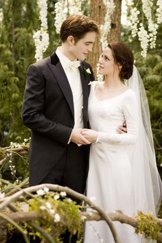Pin for Later: The Ultimate Movie and TV Weddings Gallery Breaking Dawn Part 1 At long last, Edward (Robert Pattinson) and Bella (Kristen Stewart) have a beautiful wedding at the Cullen house.
