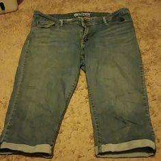 Jean Capris Size 18  Jean Capri, 99% cotton 1% elastane, patches on inside of pocket due to mild tear. denizen Jeans