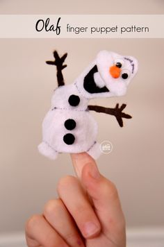 Olaf Finger Puppet - so cute! (Looks like Olaf is enjoying this a little too much! Craft Activities For Kids, Craft Projects, Sewing Projects, Crafts For Kids, Craft Ideas, Snowman Crafts, Felt Crafts, Christmas Crafts, Felt Snowman