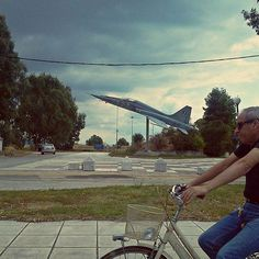 #perspective #bicycle #airplane #day #routine #streets #driveby