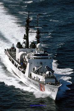 Coast Gaurd, Coast Guard Rescue, Us Coast Guard, Us Military, Military Vehicles, Coast Guard Cutter, Vietnam History, Tug Boats, Navy Ships