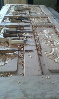 Joinery Details, Wood Worker, Whittling, Furniture Legs, Wood Sculpture, Bed Design, Wood Paneling, Artist At Work, Wood Carving