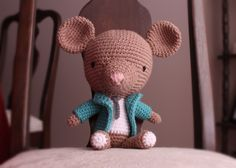 Francisco, the Fancy Little Mouse crochet freebie. Just divine, thanks ever so for sharin' xox
