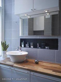Gray bathroom / Harmaa kylpyhuone