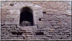 """Dans la liste du circuit touristique des châteaux """"Cathares"""", certaines constructions médiévales fortifiées n'y figurent pas. C'est le cas de la tour d'Aigues Vives. Pourtant, elle est représentative de l'architecture castrale de son siècle."""