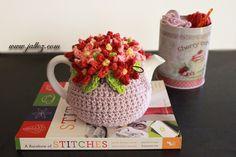 Loving this tea cozy. Crochet Mug Cozy, Knitted Tea Cosies, Crochet Gifts, Tea Cosy Knitting Pattern, Knitting Patterns, Crochet Patterns, Teapot Cover, Cute Teapot, Tea Cozy