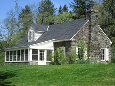 Stone cottage - Eleanor Roosevelt's Vall-Kill home after FDR died Hyde Park New York, Autumn In New York, I Love Nyc, Hudson River, Exterior Design, New England, Cottage, Eleanor Roosevelt, Cabin